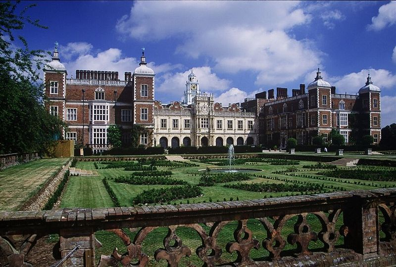 Hatfield House, where Queen Elizabeth held her first council of state, photo by Allan Engelhardt CCAS2 license