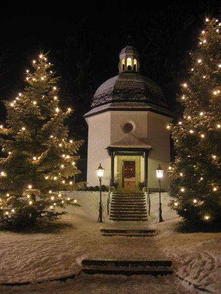 Silent Night Chapel in Oberndorf, Austria, photography by Gakuro, GNU Free Documentation License